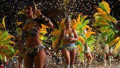 Con alegría ritmo y color se llevó a cabo el Corso Central 2018 de los Carnavales Marplatenses   En la zona Plaza Rocha desfilaron murgas y comparsas que involucraron a más de 1.000 personas. También participó la Guardia Nacional del Mar la 45ª Reina Nacional del Mar y sus princesas y Reinas invitadas. El gran cierre estuvo a cargo de Ariel Casco y su banda (ex Comanche).  Durante la tarde de este lunes en la zona de Plaza Rocha -Avenida Luro entre las calles Dorrego y 20 de Septiembre- se…