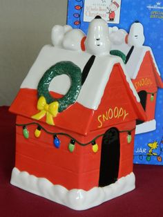 HALLMARK SPECIAL EDITION - 40 YEARS A CHARLIE BROWN CHRISTMAS TREAT/CANDY JAR