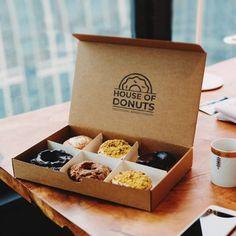 Brownie Packaging, Baking Packaging, Dessert Packaging, Food Packaging Design, Box Packaging, Food Business Ideas, Dessert Boxes, Cafe Food, Logo Food