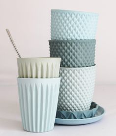 Dutch ceramics by Lenneke Wispelwey Geometric patterned ceramic cups by Dutch ceramic artist Lenneke Wispelwey in shades of blueGeometric patterned ceramic cups by Dutch ceramic artist Lenneke Wispelwey in shades of blue Ceramic Cups, Ceramic Pottery, Cerámica Ideas, Food Photography Props, Kitchenware, Home Accessories, Clay, Texture, Stoneware