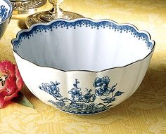Mottahedeh Scalloped Bowl
