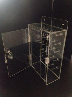 Caja para 25 llaves en acrilico trasparente de 3 mm.