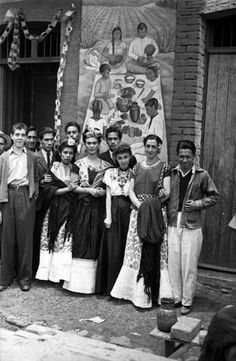 Frida Kahlo and her students 1943: Photographer unknown