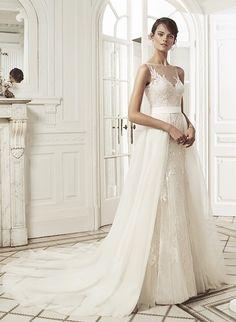 Romantische bruidsjurk fish-tail met afneembare sleep en prachtig bewerkte diepe rug. Wedding Dresses, Fashion, Bridal Dresses, Moda, Bridal Gowns, Wedding Dressses, Weeding Dresses, Wedding Dress, Fasion