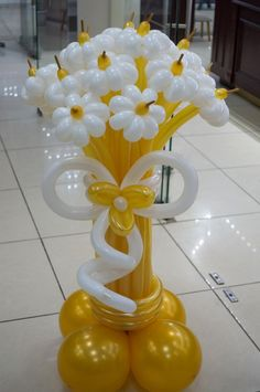 A different kind of flower bouquet 💐 Balloon Crafts, Birthday Balloon Decorations, Balloon Gift, Balloon Garland, Birthday Balloons, Balloon Arrangements, Balloon Centerpieces, Ballon Flowers, Balloon Pillars