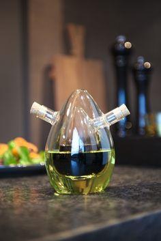 Met het olie en azijnstel van Leonardo haal je een echte eyecatcher op je eettafel! Het olie en azijnstel heeft namelijk een unieke ovale vorm. Kitchen Interior, Kitchen Decor, Wine Decanter, Kitchen Organization, Kitchen Tools, Tea Pots, Barware, Interior Decorating, House Design