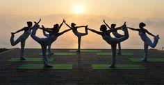 20151227 - Mulheres praticam ioga perto da Barragem das Três Gargantas, na província de Hubei, na China. PICTURE: Wang Huifu/Xinhua