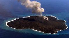 Una isla volcánica japonesa ha aumentado 11 veces su tamaño y sigue creciendo http://es.rt.com/3le7