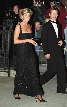 Hello!-Diana, Princess of Wales, attends the Centennial of the Tate Gallery, London, on her 36th birthday, July 1, 1997