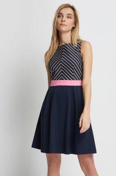 Šaty s přiléhavým živůtkem s geometrickým vzorem