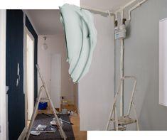 Welche ist die beste Wandfarbe im Flur? – WOHNKLAMOTTE Wardrobe Rack, Furniture, Tricks, Home Decor, Small Condo, Dark Blue Walls, Hallway Decorating, Decoration Home, Room Decor