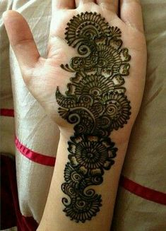 Mehndi design is one of the most authentic arts for girls. The ladies who want to decorate their hands with the best mehndi designs. Latest Bridal Mehndi Designs, Mehndi Designs Book, Floral Henna Designs, Simple Arabic Mehndi Designs, Legs Mehndi Design, Mehndi Designs For Girls, Mehndi Designs 2018, Mehndi Designs For Fingers, Mehndi Design Photos