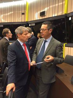 Stamattina con il Commissario europeo Dacian Ciolos si discute di modalita' di applicazione della #PAC. Ho appena consegnato al Commissario le mie proposte di modifica alla proposta formulata, in linea con le esigenze degli agricoltori italiani