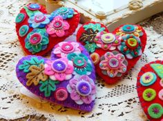 Items similar to - Japanese Art Inspired Heart Shape Felt Brooch - Red on Etsy Valentine Crafts, Valentines, Felt Brooch, Brooch Pin, Felt Decorations, Penny Rugs, Felt Fabric, Felt Hearts, Diy Christmas Gifts