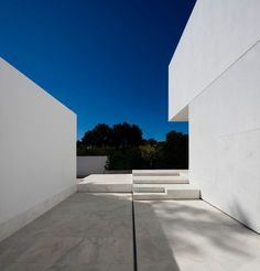 House in a Pine Forest by Fran Silvestre Arquitectos (7)