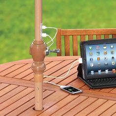 Sombrilla solar para la recarga de dispositivos. Sombrilla con estructura de aluminio viene equipada con láminas fotovoltaicas, batería recargable, y puertos USB para recargar dispositivos con energía limpia.      #Energiasrenovables, #Muebles