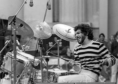 Steve Gadd - exceptional jazz drummer from Rochester, New York. Played with several greats including Dizzy Gillespie (when just 11 years old), Chick Corea and David Sanborn. Free Drum Lesson From Top Pro's Across The World Click Now David Sanborn, Steve Gadd, Trommler, Dizzy Gillespie, Vintage Drums, Drum Lessons, Idol, How To Play Drums, Recorder Music