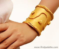 Egyptian Bracelet ~ Toilet Paper Roll  http://www.firstpalette.com/Craft_themes/Wearables/egyptianbracelet/egyptianbracelet.html