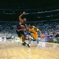 Kobe Bryant #8 of the Los Angeles Lakers drives to the basket against the Phoenix Suns on May 16, 2000 at Staples Center in Los Angeles, CA.