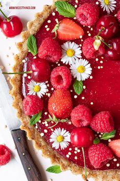 Vegane Tarte Himbeertarte Rezept kalorienarm glutenfrei vegan Himbeeren #himbeertarte #vegan #himbeeren #raspberries #glutenfrei #kalorienarm #abnehmen #cleaneating #rawfood Tart Recipes, Raw Food Recipes, Vegan Wedding Cake, Summer Pie, Raspberry Tarts, Raw Cake, Vegan Cheesecake, Food Photography, Clean Eating