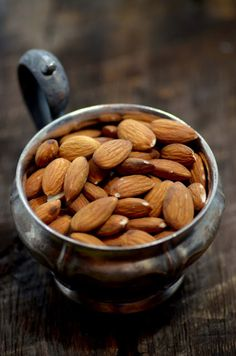 Want to increase your vitamin E intake by making a few minor adjustments to your diet. Here are top 24 vitamin E rich foods in this post. Healthy Liver, Healthy Eating, Raw Food Recipes, Healthy Recipes, Almond Recipes, Wrap, Fruits And Vegetables, Vitamin E, Food Styling