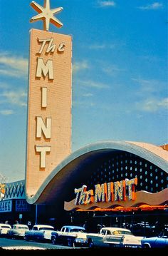 The Mint Casino Vintage Neon Sign (Las Vegas, Nevada) Old Neon Signs, Vintage Neon Signs, Old Signs, Route 66, Station Essence, Retro Signage, Neon Licht, Hotel Motel, Googie
