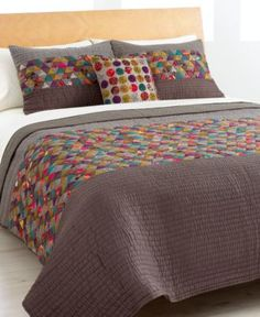 Love this idea for our quilt!  Lots of small triangle patchwork with big strips of solid!