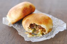 Philly Cheesesteak Bites are Pillsbury biscuits stuffed with meat, cheese, onions and peppers. It's been a long time since I've posted a new pizza rolls recipe, Pillsbury Biscuit Recipes, Biscuit Dough Recipes, Biscuit Sandwich, Biscuit Bread, Big Sandwich, Bubble Up Pizza, Beef Recipes, Cooking Recipes