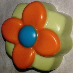 """Un jabón muy hidratante!  y con fragancia a """" Flor de Madera""""  personalmente me encanta!!"""
