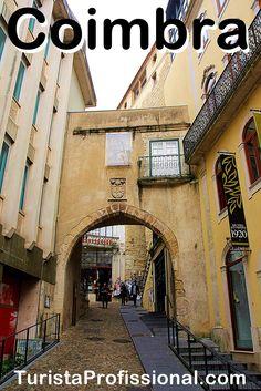 Coimbra é a cidade da Universidade, uma das mais antigas do mundo e que mantém as suas tradições. Esta é uma das subidas para a parte alta da cidade, onde está a Universidade de Coimbra.