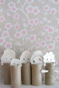 Muñecos con rollos de papel higiénico.