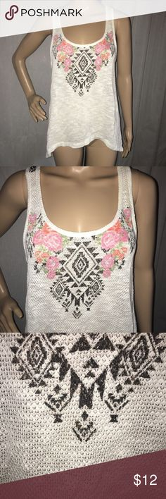 """Cute No Boundaries tank top Soft textured knit on the front. Patterned print on the back. High low hem In excellent condition! 15"""" pit to pit x 20"""" long front x 26"""" long back No Boundaries Tops Tank Tops"""