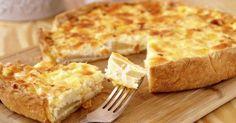 A ricota é um queijo que possui sabor leve e neutro e traz diversos benefícios para a saúde, pois possui menos calorias e gorduras quando comparada aos queijos tradicionais. Aprenda a preparar uma deliciosa receita de quiche de ricota light e prepare em casa para a família. Leia também Receita de sanduíche co
