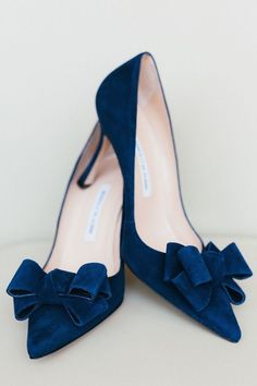 We love the bow details in this sophisticated navy pump! Shoes: Manolo Blahnik; Photographer: Patrick Hodgson #blahnik