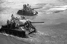 Soviet soldiers using T-34s