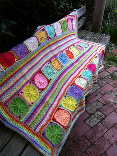 Altered version of the Sunny Spread Afghan pattern. {free sunny spread afghan pattern via ravelry}