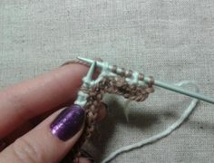 How to avoid stretching yarn on the wrong side of the jacquard knitting - Knitting - My dolphin Knitting Needles, Hand Knitting, Crochet Abbreviations, Hand Knitted Sweaters, Rubrics, Crochet Patterns, Sewing, Lazy, Projects