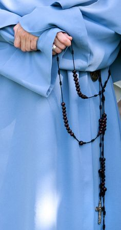 Trinitarians of Mary Rosary Prayer, Holy Rosary, Prayer Beads, Couples Prayer, Muslim Couples, Daughters Of Charity, Friend Of God, Nuns Habits, Bride Of Christ