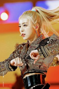 ITZY's Yuna show off her perfect figure - Sexy K-pop Kpop Girl Groups, Korean Girl Groups, Kpop Girls, Uzzlang Girl, New Girl, Mma 2019, Perfect Figure, Kpop Outfits, Music Awards