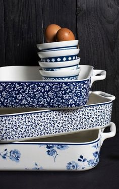 Everything for baking can be found in our Laura Ashley webshop. View the entire assortment . - Everything for baking can be found in our Laura Ashley webshop. View the entire range online and order quickly! Blue And White China, Blue China, Love Blue, Blue Dishes, White Dishes, Keramik Design, Blue Pottery, Polish Pottery, White Decor