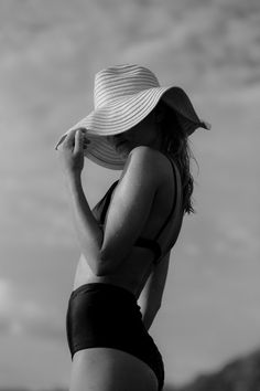 Best Spring Outfits Casual Part 29 Summer Photography, Photography Poses, Fashion Photography, Mode Hippie, Foto Madrid, Beach Portraits, Summer Aesthetic, Summer Pictures, Black N White