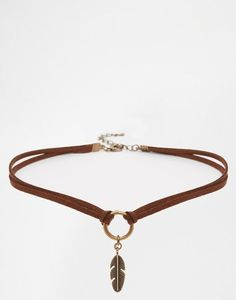 Keep it short to make a leather choker Más (Diy Necklace) Diy Choker, Diy Necklace, Leather Necklace, Leather Jewelry, Boho Jewelry, Jewelry Crafts, Beaded Jewelry, Jewelry Accessories, Jewelry Necklaces