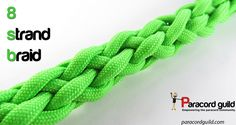 The herringbone braid - Paracord guild Paracord Dog Leash, Paracord Keychain, 550 Paracord, Paracord Bracelets, Diy Bracelet, Paracord Weaves, Paracord Braids, Paracord Tutorial, How To Braid Rope