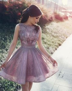 Elegant Lace Appliques Beading Tulle Homecoming Dress Short Ball Gowns