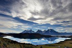 Wolken, die sich in der Laguna Verde spiegeln: In Patagonien, am Südzipfel...