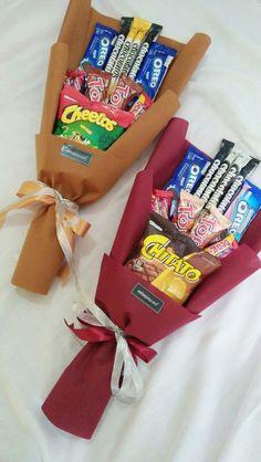 Candy Bouquet Diy, Food Bouquet, Gift Bouquet, Boquet, Birthday Present For Boyfriend, Friend Birthday Gifts, Birthday Diy, Candy Gift Baskets, Candy Gifts