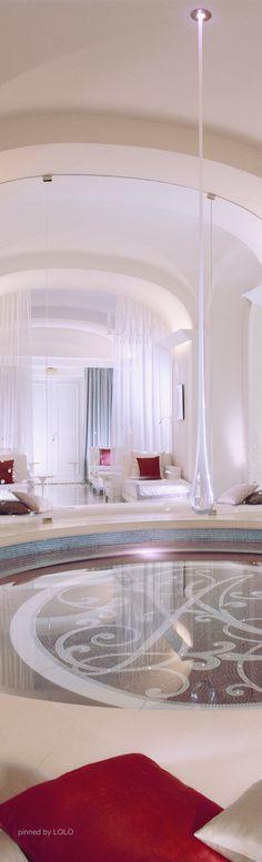 TD ❤️ Hotel Plaza Athenee - Luxury Paris Hotel
