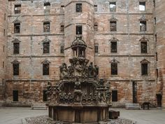 Linlithgow Palace courtyard with windows and sculptured fountain Scotland Road Trip, Scotland Tours, Carlisle Castle, Outlander Locations, Wentworth Prison, Edinburgh City, Prison Cell, Fort William, Entrance Gates