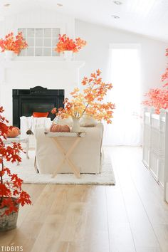 Enjoy the changing color of leaves outside and inside the home! Fall leaves in decor by TIDBITS. Enjoy the changing c Fall Home Decor, Autumn Home, Unique Home Decor, Diy Home Decor, Fall Winter, Autumn Decorating, Decorating Your Home, Decorating Ideas, Home Decor Trends