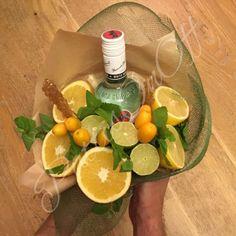 36 ideas fruit basket gift christmas flower for 2019 Edible Centerpieces, Edible Bouquets, Fruit Party, Fruit Snacks, Fruit Juice Brands, Food Bouquet, Fruit List, Fruit Packaging, Veggie Tray